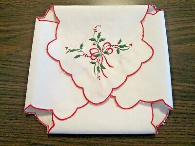 """ROLL BUN DOILY VINTAGE - 16"""" White & Red Christmas Holly & Bows"""