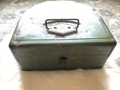 Vintage Victor Metal Fishing Tackle Box Green 2 Trays Atco PA USA 50s