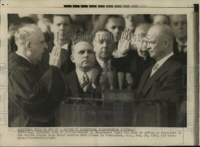 1968 Press Photo Dwight Eisenhower Takes Oath of Office as President of the U.S.