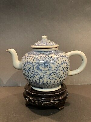 Antique Qing Dynasty Chinese Blue & White Hand painted Teapot