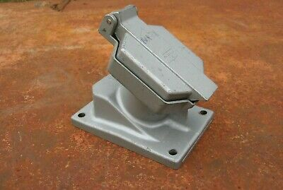 Crouse-Hinds Receptacles w//Base CPS152R 20A 125-250VAC 2W 3P Used