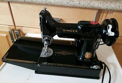 VINTAGE 1960 MODEL 221K SINGER FEATHERWEIGHT SEWING MACHINE w/CASE & MANUAL