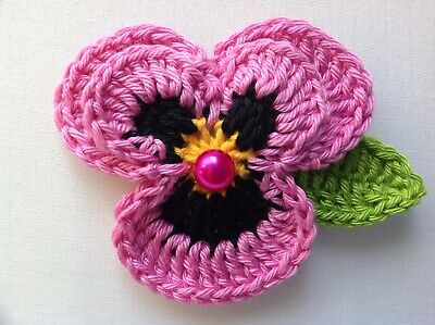 New Crochet Lovely Pink Pansy 100%Cotton Flower Brooch+Leaf