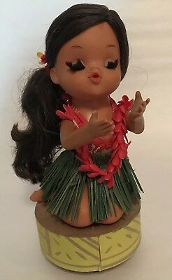 "Vintage Hula Aloha Girl Figure Music Box plays ""Tiny Bubbles"" Hawaii Z1"