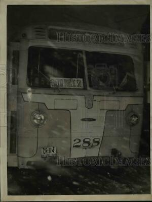 1949 Press Photo Wreckage of a bus crash in Cleveland Ohio - nee89782