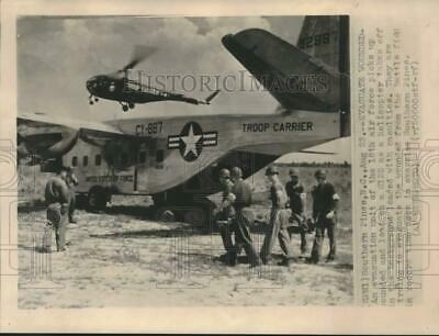 Press Photo Exercise in evacuating wounded by 18th Air Force in Southern Pines.