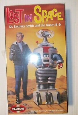 Lost in Space Dr. Zachary Smith with the Robot B-9 sealed Polar Lights model kit