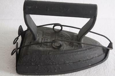 VICTORIAN CAST IRON FLAT IRON WITH TRIVET No 7.