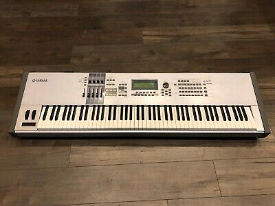 YAMAHA MOTIF ES8 - 88 Keys - Full Size Keyboard Workstation - VG Condition!