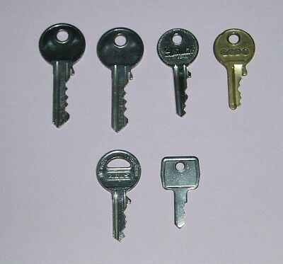 VINTAGE KEYS x 6 - JOB LOT (B)