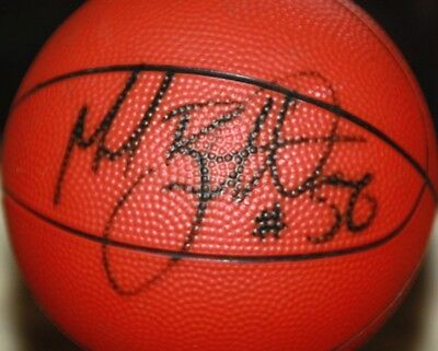 Hand signed Basket ball genuine signature no certificate please view photos