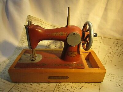 Vintage 1950'S Russian Childs Metal Hand Cranked Toy Sewing Machine