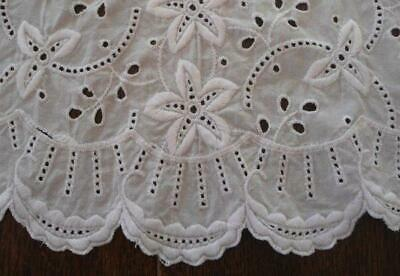 """Vintage White Eyelet Lace Table Runner Embroidered Daisies Cotton 46"""""""