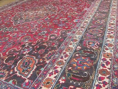 AN EXCELLENT OLD HANDMADE TRADITIONAL ORIENTAL CARPET (400 x 305 cm)