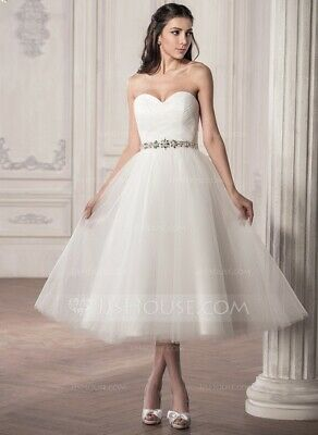 New strapless wedding dress for sale. Size 6-8.