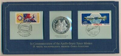 USA: 1975 Apollo-Soyuz Space Station Silver medal PNC folder, 38mm Scarce.