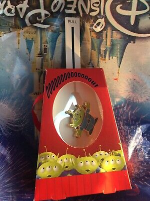 Disney World 2019 Christmas Holiday Gifting Pin Toy Story Little Green Alien Men