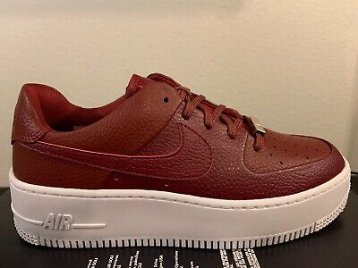 NEW NIKE WOMENS Air Force 1 Sage Low Team Red Noble Red Size