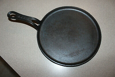 Vintage WIR Co. Wrought Iron Range Co. Antique Cast Iron Round Griddle 9 3/4""