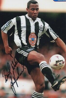 Les Ferdinand Hand Signed 12x8 Photo - Newcastle United - Football Autograph.