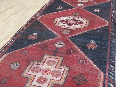 A STYLISH OLD HANDMADE TRADITIONAL ORIENTAL RUG . (178 x 74 cm)