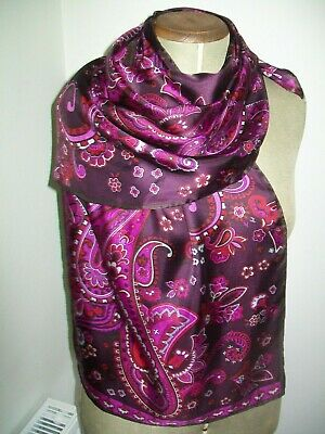 Jammers & Leufgen. A Large & Beautiful Classic Paisley Design Vintage Silk Scarf