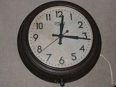Vintage Smith Sectric electric Bakerlite wall clock in working order