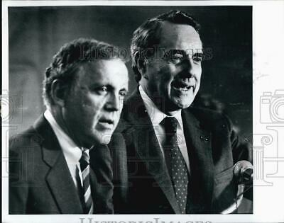 1988 Press Photo Robert Dole in Plymouth N.H.