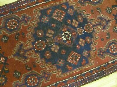 A LOVELY OLD HANDMADE TRADITIONAL ORIENTAL RUG (170 x 80 cm)