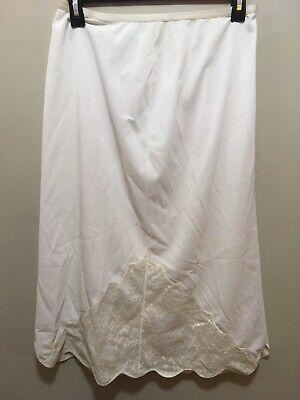 Vintage, Vanity Fair, 6, Ivory Half Slip With Scalloped Lace Inset Front & Back