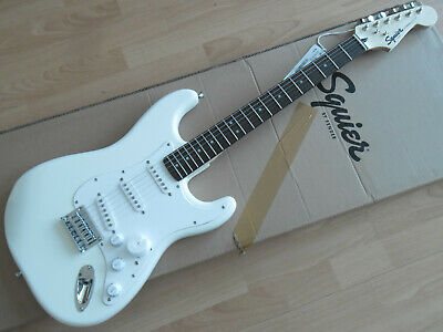 SQUIER by FENDER STRATOCASTER BULLET HT WHITE, chitarra elettrica Nuova!