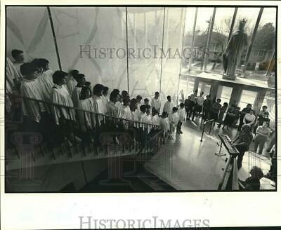 1984 Press Photo Students of St. Michael Special School perform Christmas carols