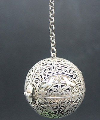 Old Chinese  Tibetan silver  Hollow  Magpie  Incense ball  Perfume bag  Collecti