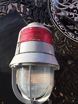 Cooper Crouse-Hinds Explosion Proof Incandescent Lighting Fixture EVI301 150W