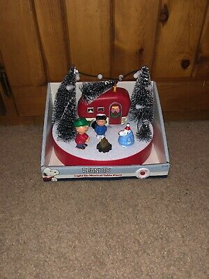 Peanuts Christmas Camper Camp Fire Musical Lighted Snoopy Charlie Brown NEW