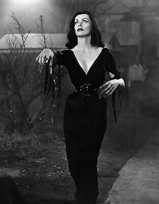 Vampira Plan 9 from Outer Space 8x10 Picture Celebrity Print