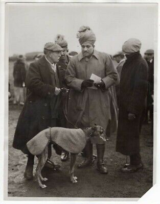 WWI Indian Officers Admire Sir Jardine's Greyhound at Waterloo Cup News Photo