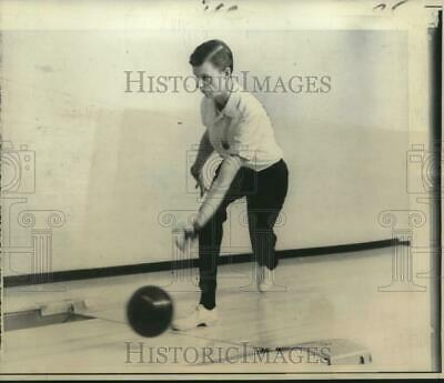 1967 Press Photo Bowler Dave Davis of Phoenix displays the form - nos09573