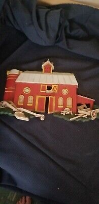 Vintage Set of 1975 HOMCO Plastic WALL PLAQUES RED BARN AND FARM HOUSE 7369 A, B