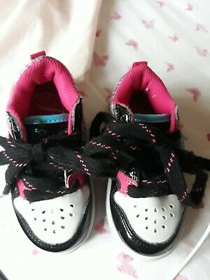 A Pair Of Girls Trainers Size Infant Uk 5