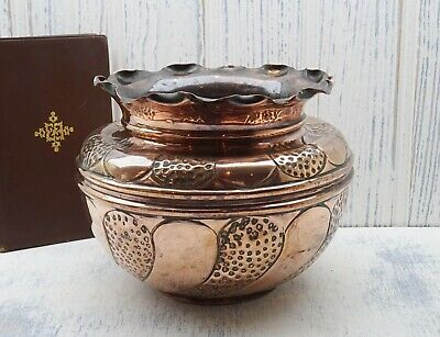 Victorian copper jardiniere, Arts & Crafts copper planter with pie crust edge