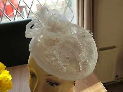 Fascinator  Wedding  ,Races,Ascot,Hat feathers headband white