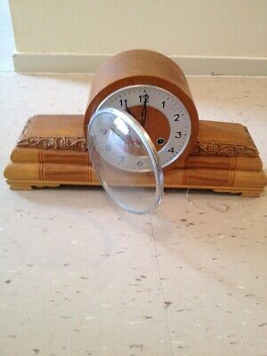Antique Vintage Wooden Mantle Clock,Very Old In Good Condition.
