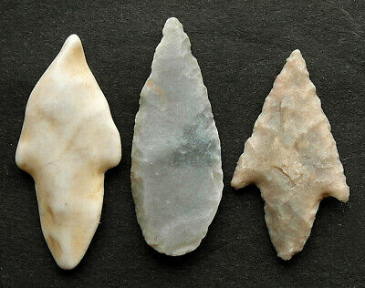 3  GENUINE NEOLITHIC FLINT ARROW HEADS - circa 4000BC