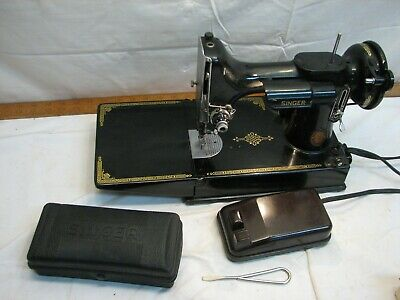 Singer Featherweight Quilting Sewing Machine 1952 221-1 No Case Runs Well AK