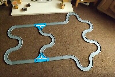30 PIECE ROAD TRACK LAYOUT TOMY TOMICA THOMAS AND FRIENDS FOR BERTIE//BULGY BUS