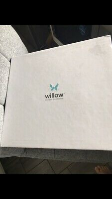 Willow wearable breast pump with extras..(bags and aus plug included)
