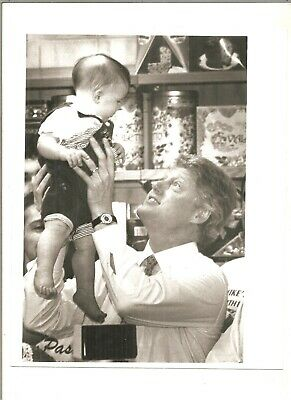 1993 8x10 Boston Herald original photo Bill Clinton plays with youngster