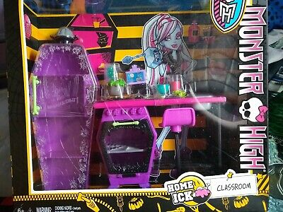 Monster High Lot Home Ick Classroom Playset *** BRAND NEW