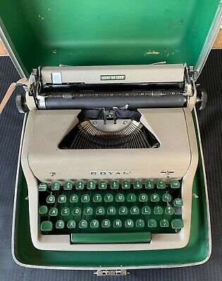 ROYAL QUIET DE LUXE Typewriter Vintage 1953 with case Green Keys Portable Deluxe